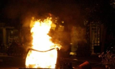 Θεσσαλονίκη: Στις φλόγες κάδοι απορριμμάτων στο κέντρο της πόλης
