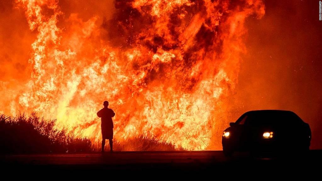 Τεράστια πυρκαγιά στη Βόρεια Καλιφόρνια