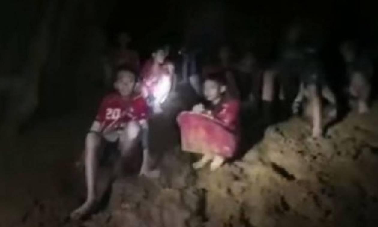 Ταϊλάνδη: Τα παιδιά είναι ζωντανά αλλά μπορεί να μείνουν παγιδευμένα για μήνες στη σπηλιά (video)