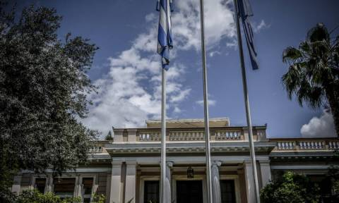 Μαξίμου: Ο Μητσοτάκης κρύβεται για τις προνομιακές σχέσεις του με τον Φρουζή