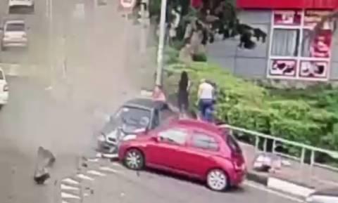 Αυτοκίνητο παρέσυρε πεζούς στη Ρωσία: Ένας νεκρός και έξι τραυματίες (vid)