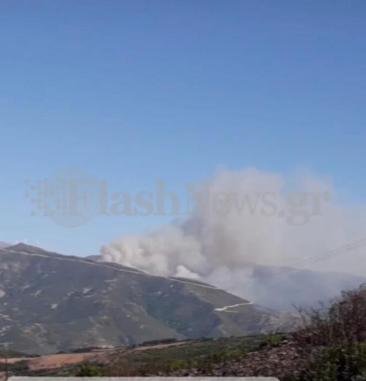 Φωτιά ΤΩΡΑ: Σε εξέλιξη δύο πυρκαγιές σε Χανιά και Κάρυστο