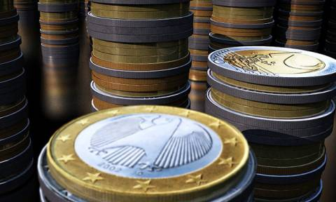 Γερμανός οικονομολόγος:Η αναδιάρθρωση του χρέους της Ελλάδας συμφέρει και τη Γερμανία