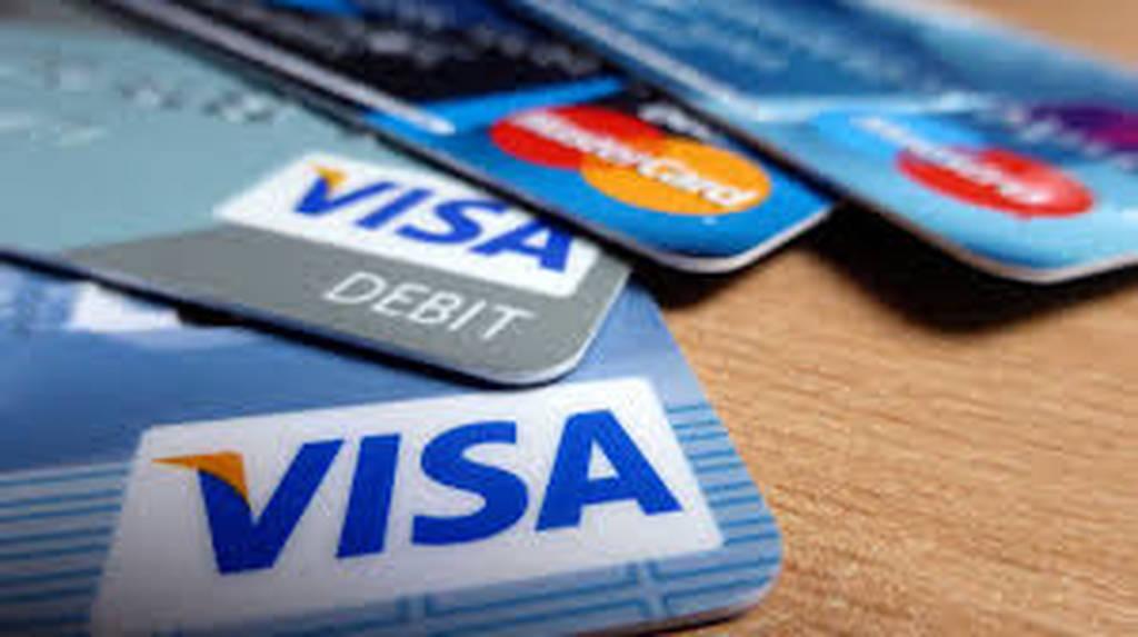 Επιπλέον δημόσια έσοδα 3,3 δισ. ευρώ αν επεκταθεί η χρήση καρτών