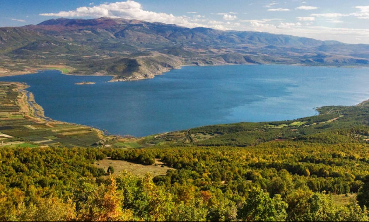 Σε ποια λίμνη της Ελλάδας απαγορεύεται να κολυμπήσεις;