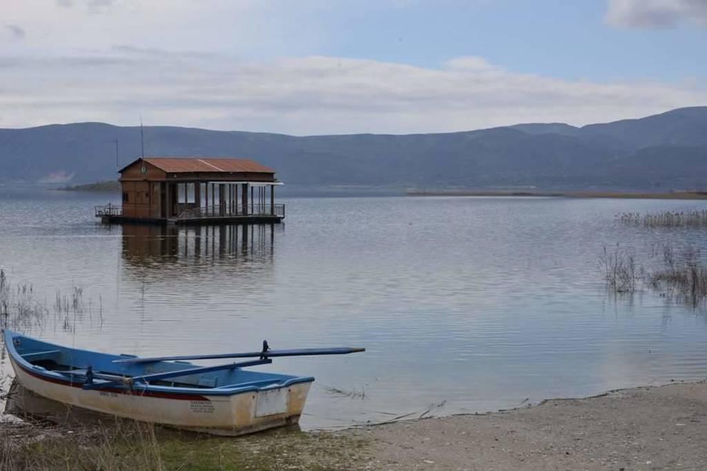 Μολυσμένα τα νερά της λίμνης Βεγορίτιδας