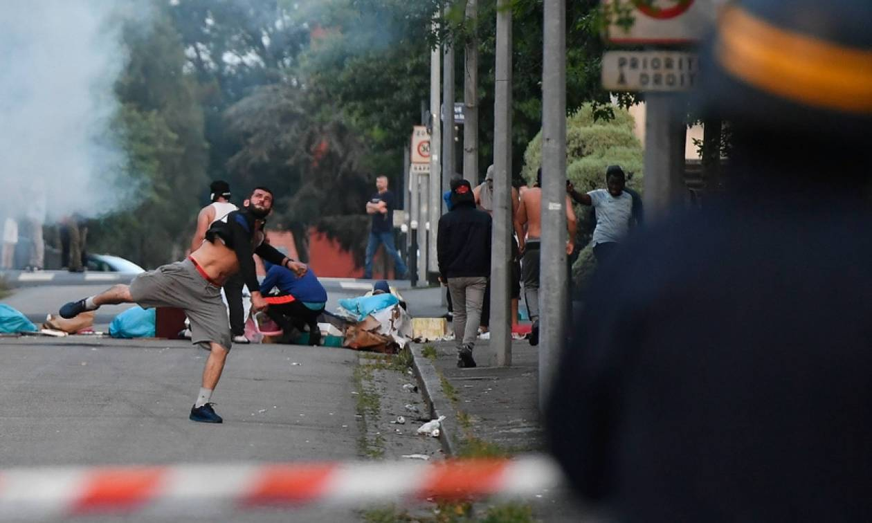 Γαλλία: Προφυλακίστηκε ο αστυνομικός που κατηγορείται ότι σκότωσε έναν 22χρονο στη Νάντη (pics+vid)