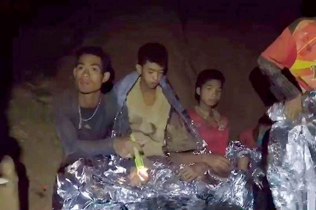 Rescuers set to take Thai footballers to safer place