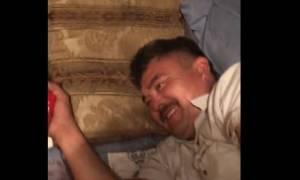 Ο σύζυγός της κοιμόταν, όμως εκείνη είχε άγριες διαθέσεις! Τι του έκανε; (video)