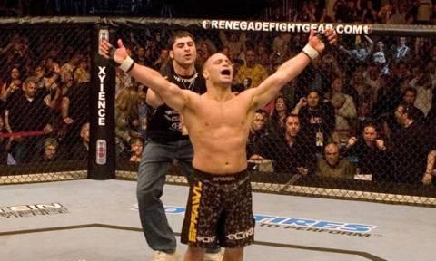 Καλά του έκανε: Μαχητής του UFC ξεφτιλίζει μεθύστακα που παρενοχλεί κόσμο!