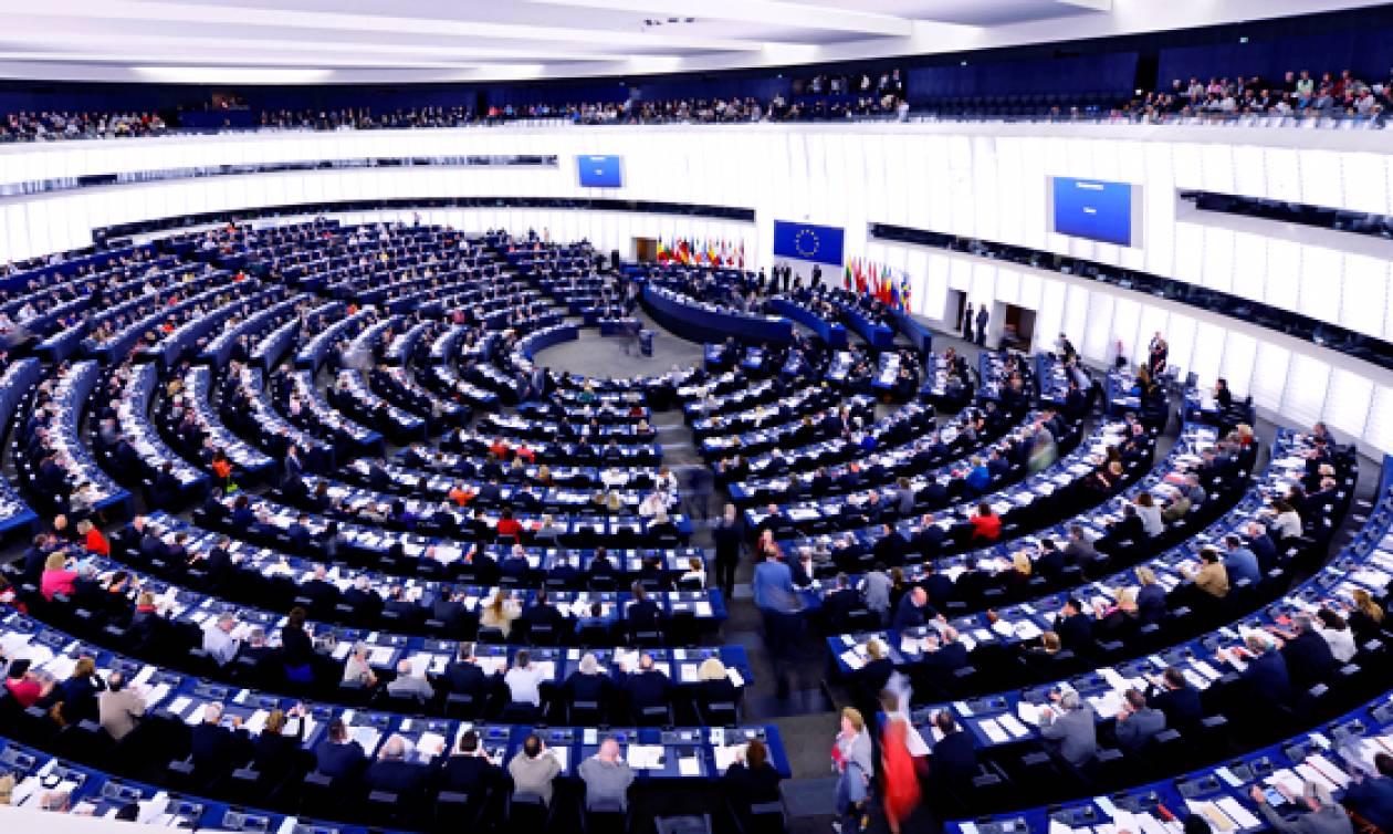 «Βόμβα» στην ευρωβουλή: ΝΔ και Χρυσή Αυγή ψήφισαν υπέρ της κατάργησης του 8ώρου