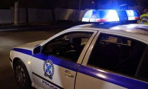 Συναγερμός για επικίνδυνο κακοποιό: Τα αίματα σε αυτοκίνητο και το ανθρωποκυνηγητό της ΕΛ.ΑΣ.