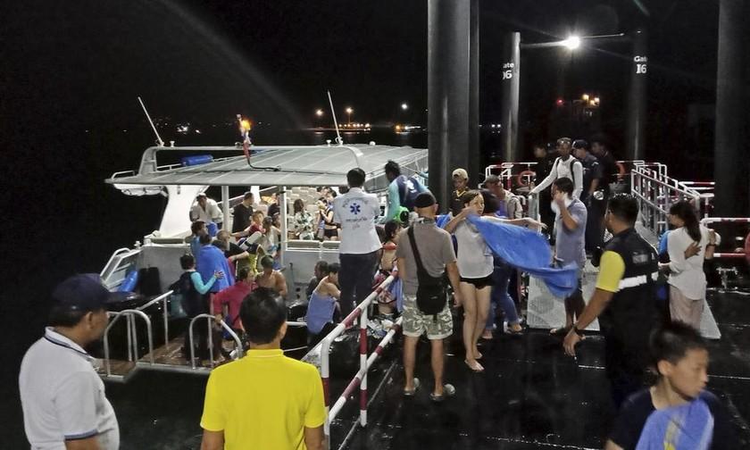 Πουκέ: Τραγικό τέλος για 41 τουρίστες στην Ταϊλάνδη – 14 εξακολουθούν να αγνοούνται (Pics+Vid)