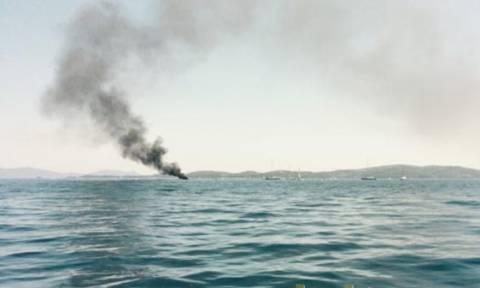 Συναγερμός: Καίγεται σκάφος ανοιχτά της Λευκάδας (photos)