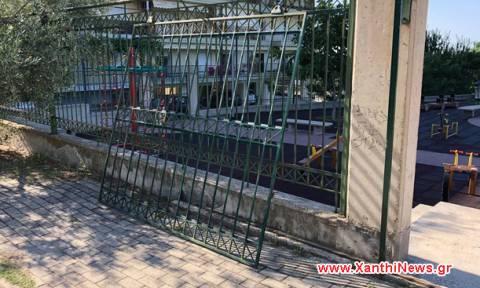Σοκ στην Ξάνθη: 8χρονος καταπλακώθηκε από σιδερένια πόρτα σε παιδική χαρά