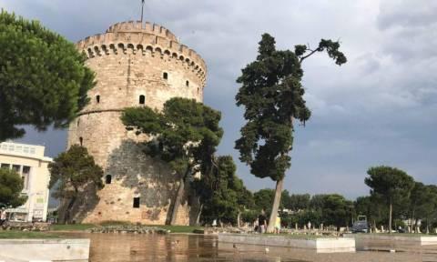 Ξαφνικό μπουρίνι «έπνιξε» τη Θεσσαλονίκη - Έπεσαν δένδρα, πλημμύρισαν δρόμοι (photos)