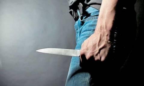 Επίθεση με μαχαίρι στη Δράμα: Καυγάδισε με τον ιδιοκτήτη μπαρ και τον μαχαίρωσε