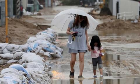 Βιβλική καταστροφή: Φονικές πλημμύρες «έπνιξαν» την Ιαπωνία (pics)