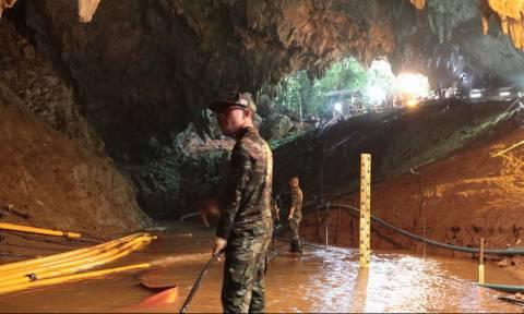 «Θρίλερ» η επιχείρηση διάσωσης στην Ταϊλάνδη: Πότε θα βγει το πρώτο παιδί από τη σπηλιά