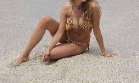 Πρώην παίκτρια του Survivor 1 σκανδάλισε τη Σκόπελο με τις σέξι εμφανίσεις της σε παραλία!