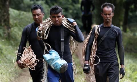 Ραγδαίες εξελίξεις στην Ταϊλάνδη: Τέσσερα αγόρια απεγκλωβίστηκαν από το σπήλαιο