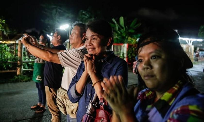 Ταϊλάνδη: Δείτε τις πρώτες εικόνες από τη διάσωση των παιδιών που έχει «καθηλώσει» τον πλανήτη