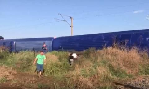 Εκτροχιασμός τρένου στην Τουρκία – Ξεπερνούν τους 10 οι νεκροί (Pics+Vid)