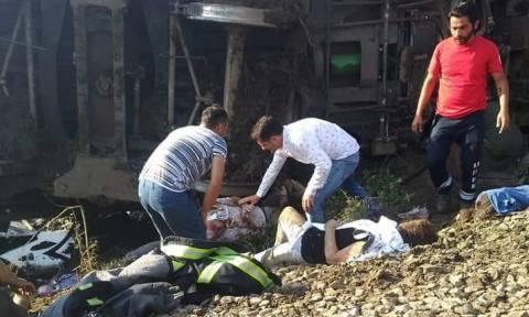 Εκτροχιασμός τρένου στην Τουρκία: Η σιδηροδρομική γραμμή βάφτηκε με αίμα – 100 ασθενοφόρα στο σημείο