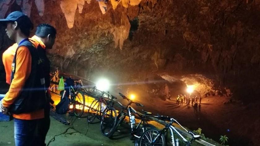 Σπήλαιο Ταϊλάνδη: Παγκόσμια αγωνία για τα εγκλωβισμένα παιδιά - Αρχίζει η νέα επιχείρηση διάσωσης