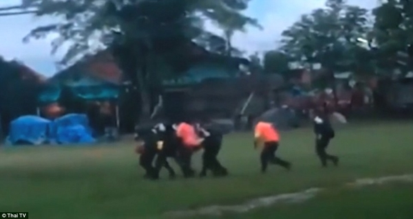 4E0A080000000578 5930075 Images from Thai TV show the boys were being brought out on stre m 36 1531063645744