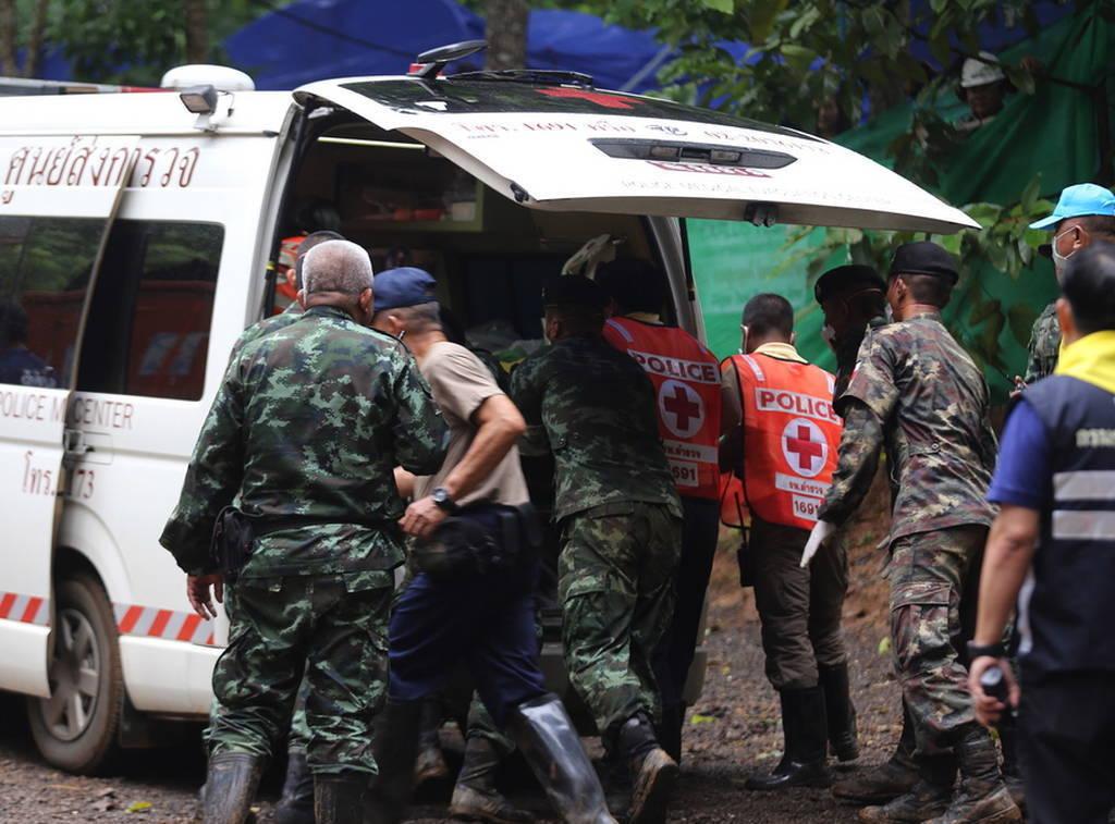 Δραματικές στιγμές στην Ταϊλάνδη: Η βροχή καθυστερεί την επιχείρηση – Μέσα στο σπήλαιο οι δύτες