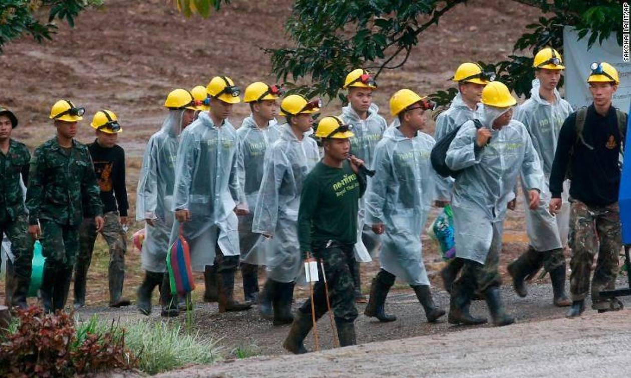 Δάκρυα χαράς στην Ταϊλάνδη: Απεγκλωβίστηκαν 11 παιδιά από το σπήλαιο