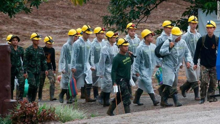 Ραγδαίες εξελίξεις στην Ταϊλάνδη: Απεγκλωβίστηκαν δύο ακόμα παιδιά από το σπήλαιο