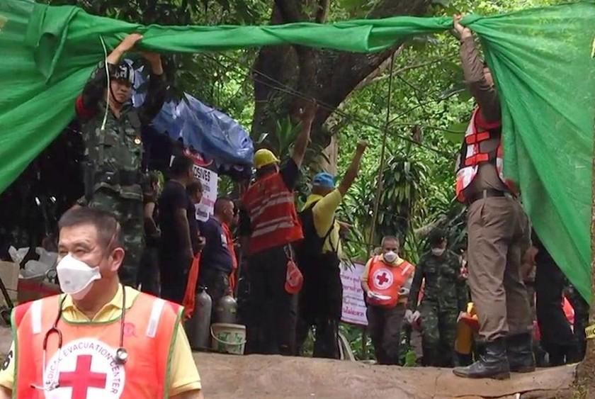 Παγκόσμια συγκίνηση για το «θαύμα» της Ταϊλάνδης: Διασώθηκαν τα 12 παιδιά κι ο προπονητής τους