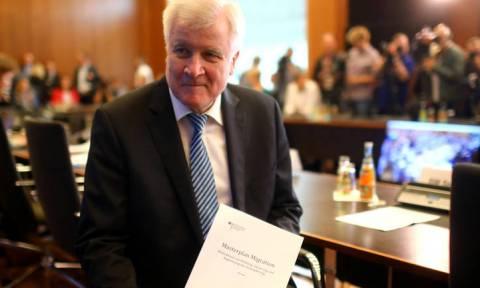 Ζεεχόφερ: Θα έχουμε πάρα πολύ δύσκολες διαπραγματεύσεις με Ελλάδα και Ιταλία για το μεταναστευτικό