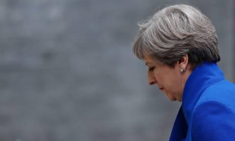 Brexit: Σε πολιτική δίνη βυθίζεται η Βρετανία - Η μία παραίτηση διαδέχεται την άλλη