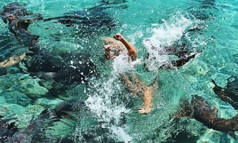 Φωτογραφίες: Η στιγμή που καρχαρίες επιτίθενται σε 19χρονο μοντέλο