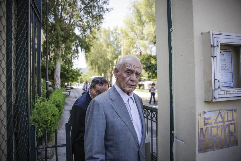 Ελεύθερος ο Τσοχατζόπουλος με περιοριστικούς όρους για τις «χρυσές» μίζες (pics)