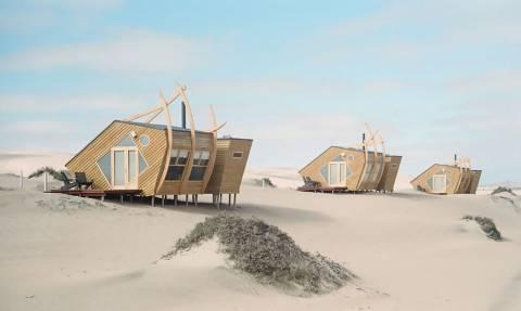 Θα έμενες μέσα σε ΑΥΤΑ τα σπιτάκια στη μέση της ερήμου;