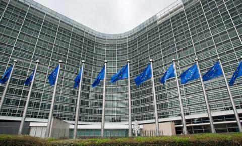 Τι απαντά η Κομισιόν για τις δηλώσεις Χαν περί «αλλαγής συνόρων Ελλάδας – Αλβανίας»