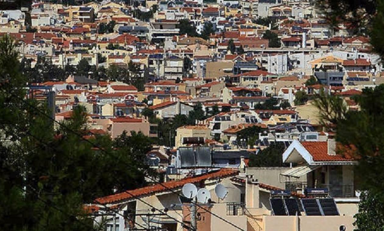 Το μισό εισόδημα του Έλληνα πάει σε φόρους και για τη συντήρηση του σπιτιού