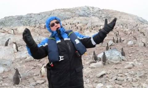 Τενόρος πήγε στους πιγκουίνους κι άρχισε να τους τραγουδά όπερα! Η αντίδρασή τους... μυθική (video)