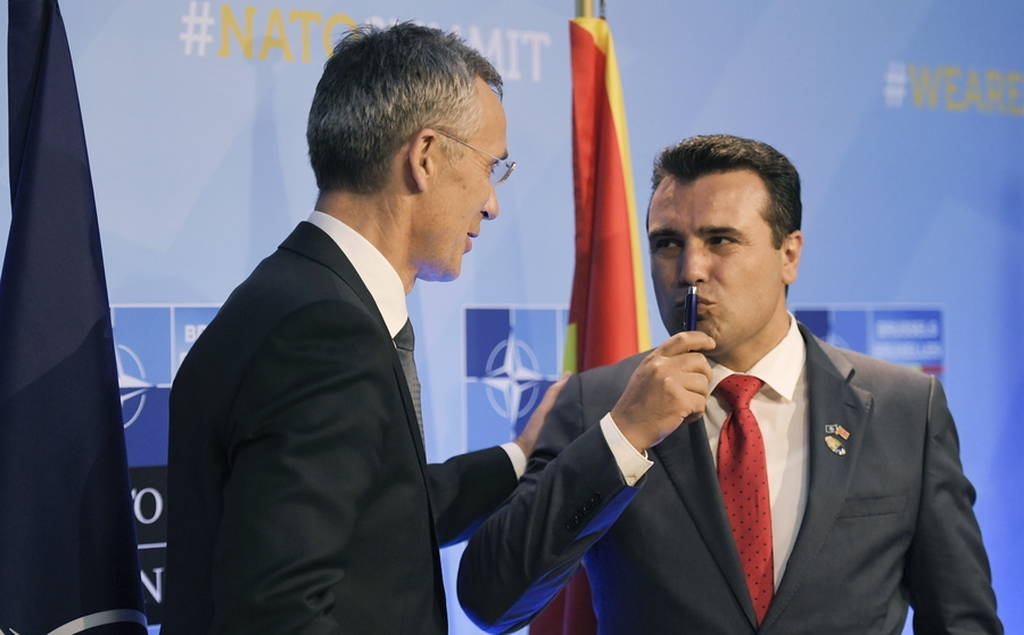 ΝΑΤΟ: Ο Ζάεφ παρέλαβε την πρόσκληση για τις ενταξιακές συνομιλίες και ευχαρίστησε Τσίπρα