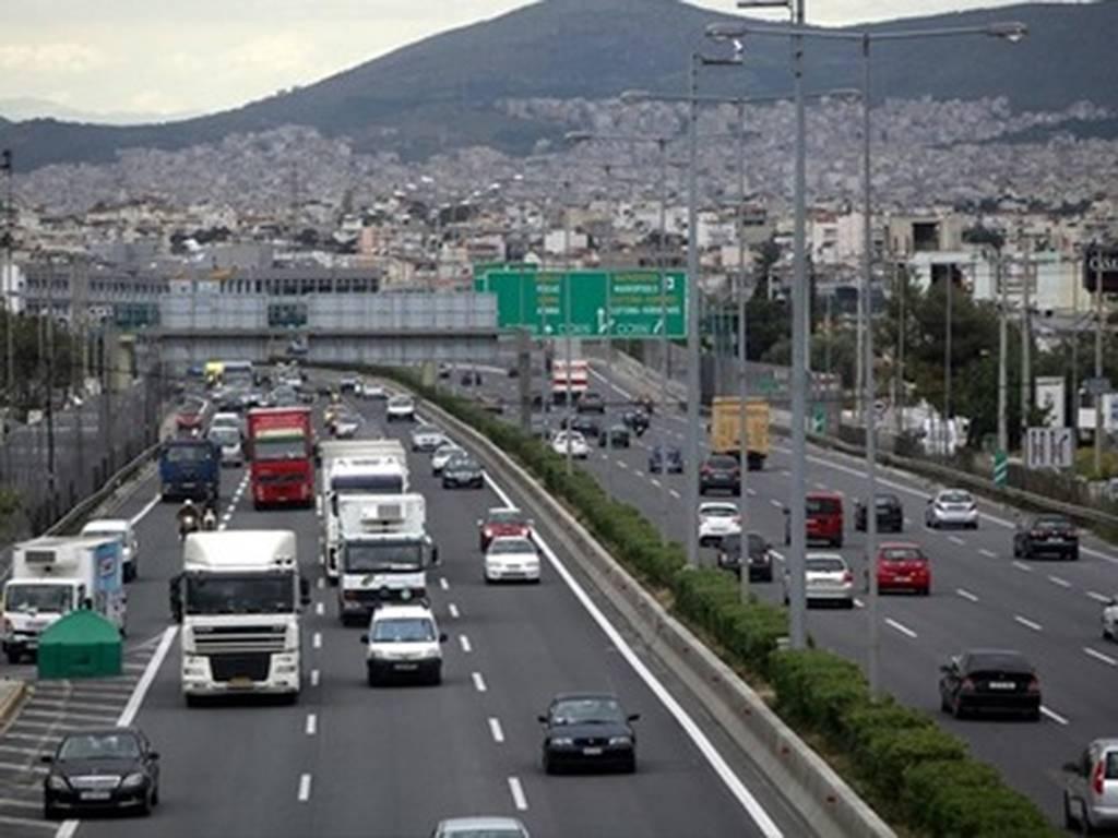 Αδειούχοι και εκδρομείς εγκαταλείπουν την Αθήνα