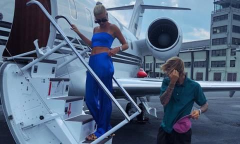 So hot! Hailey Baldwin και Justin Bieber, στην πιο τρυφερή και sexy πόζα τους ever