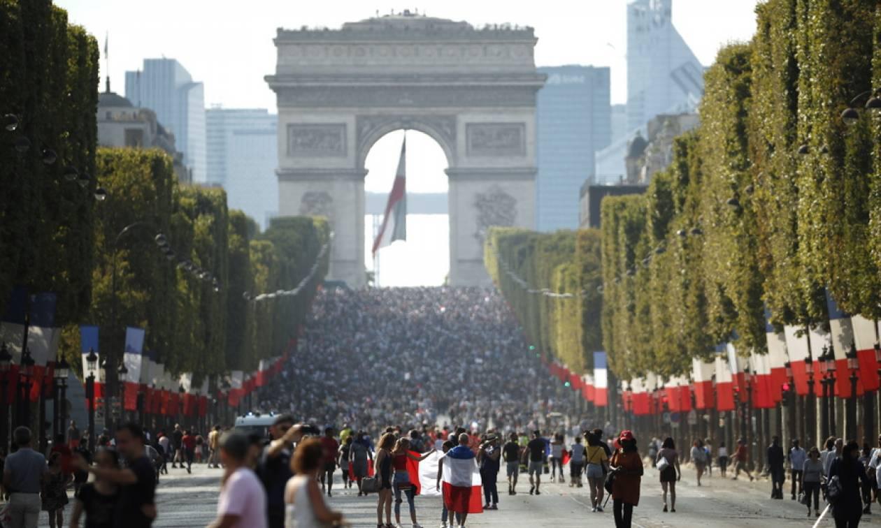 Μουντιάλ 2018: Ξέφρενοι πανηγυρισμοί στη Γαλλία για την κατάκτηση του τροπαίου (pics+vid)