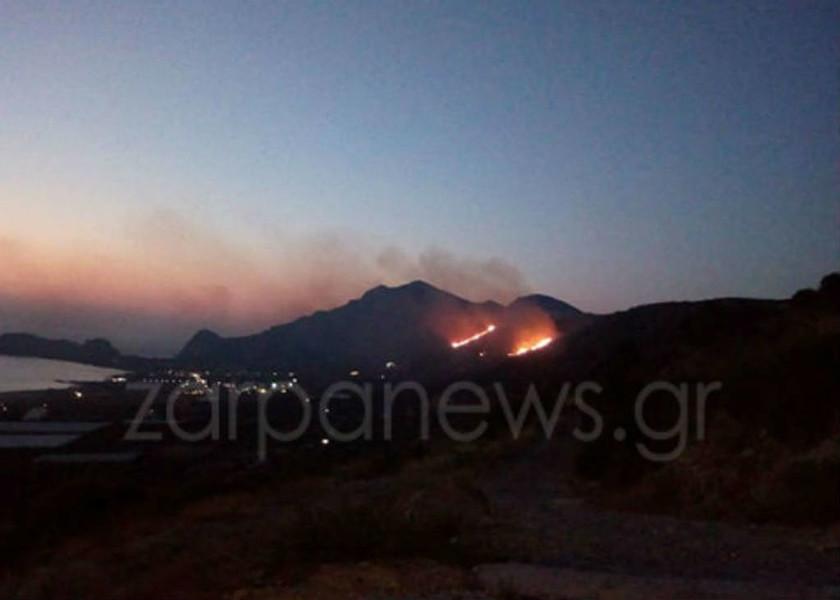 Υπό μερικό έλεγχο η πυρκαγιά στη Φαλάσαρνα Χανίων
