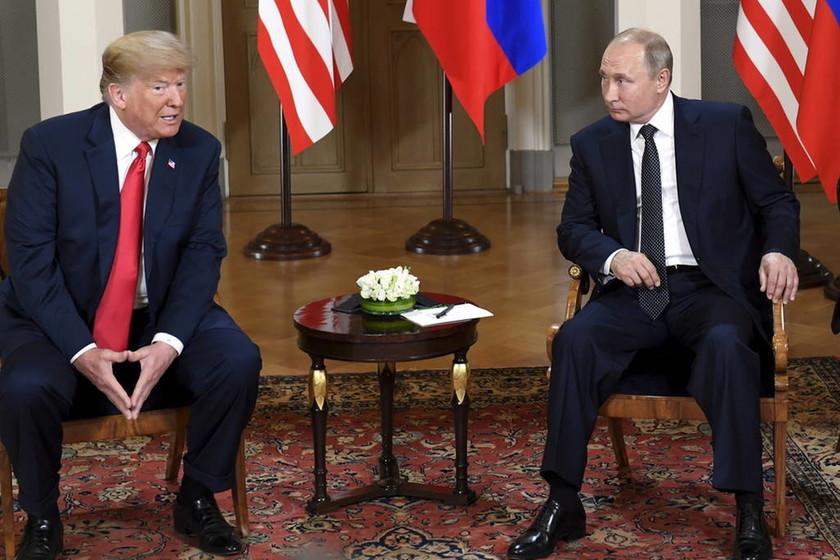 LIVE - Τα βλέμματα στραμμένα στο Ελσίνκι: Λεπτό προς λεπτό η συνάντηση Τραμπ - Πούτιν