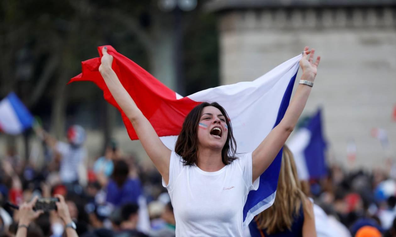 Μουντιάλ 2018: Δείτε το «γύρο του θριάμβου» της εθνικής Γαλλίας μέσα στο Παρίσι (Vid)