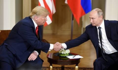 Le Monde: «Μεγάλος κερδισμένος» ο Πούτιν στη σύνοδο κορυφής με τον Τραμπ
